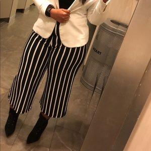 Zara black and white pants size L
